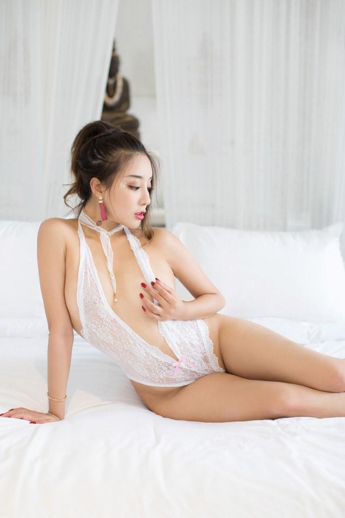 性感诱惑美娇娘筱慧前凸后翘风情万种