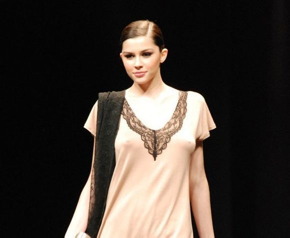 意大利名模马达丽娜·皮卡
