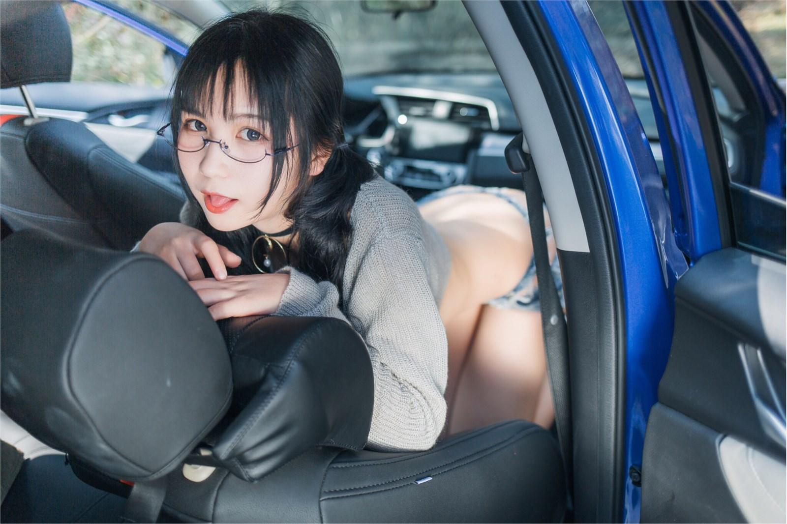 车内骚动的美女、车震她