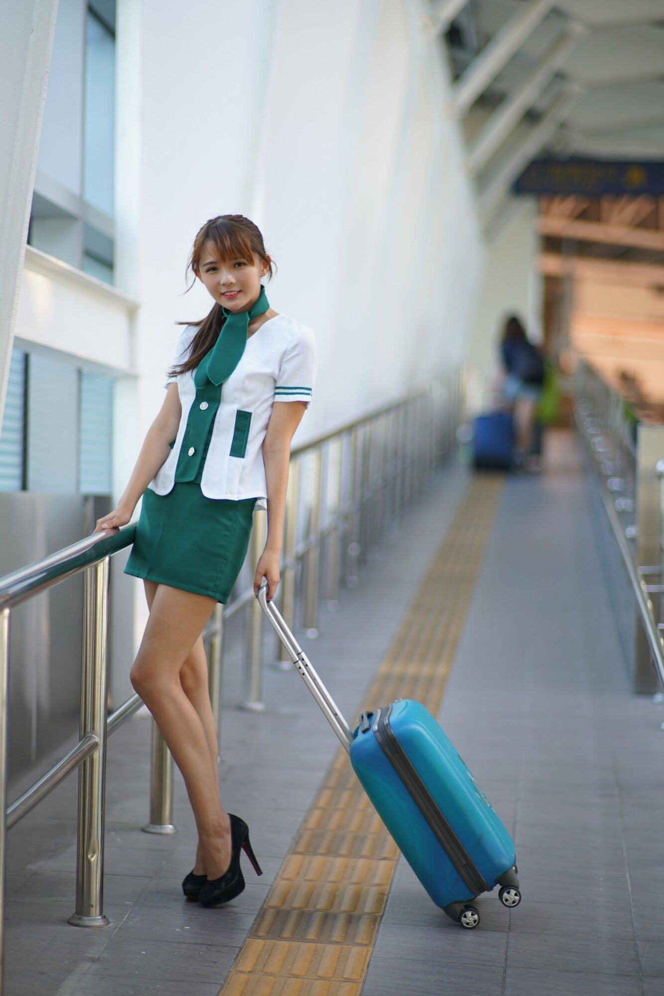 [台湾女神] 苏郁媛 - 烏日高鐵~空姐制服 写真图片