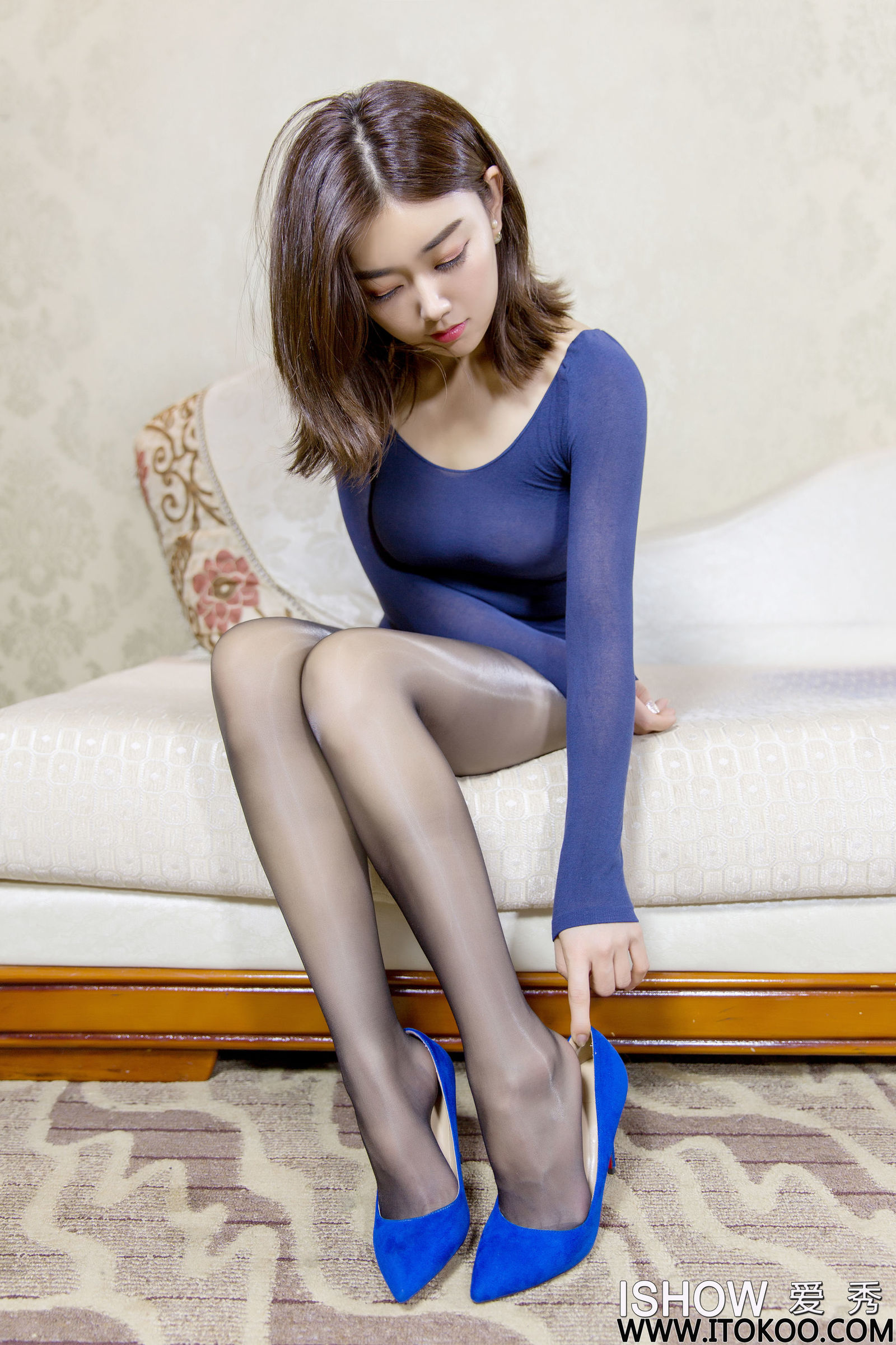 林琳Caroline - 黑丝美腿美脚 写真套图