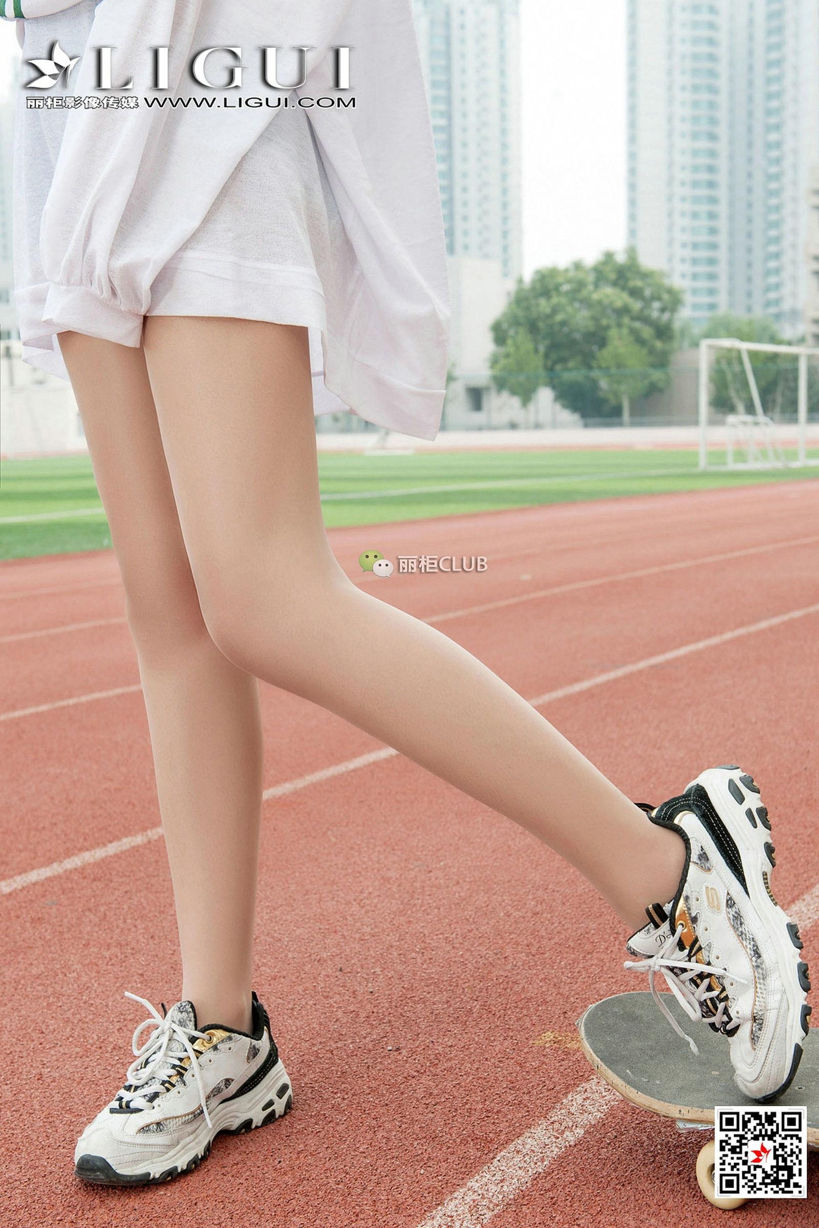 Model 筱筱 美腿丝足套图