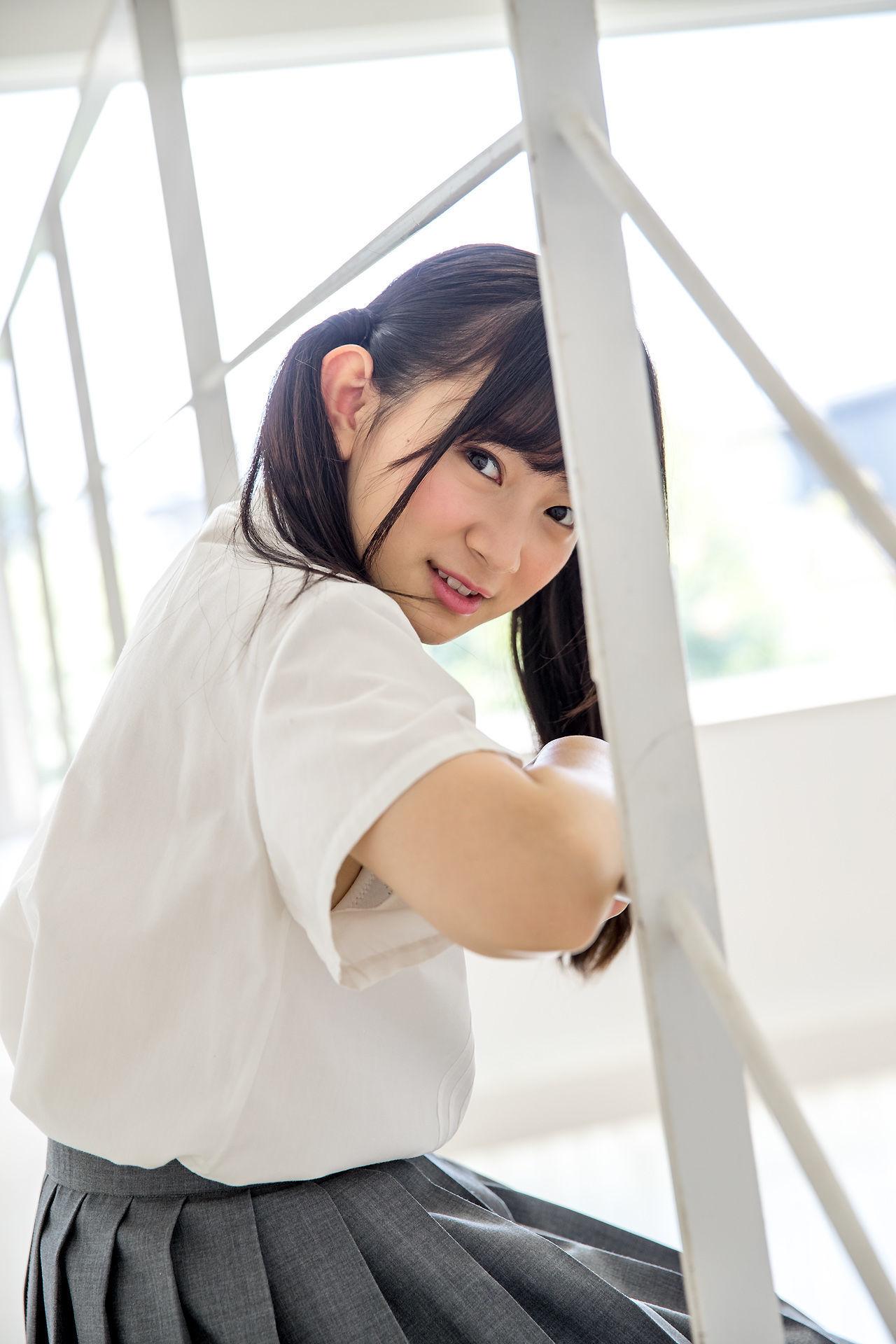Miruku Kawamura 河村みるく- 双马尾校服少女