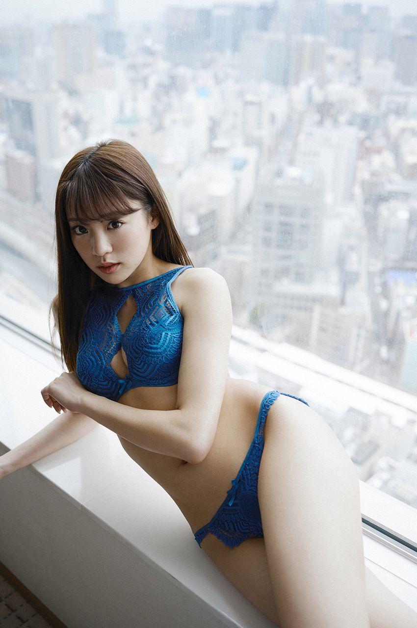 志田友美 スペシャル写真集「東京物語」