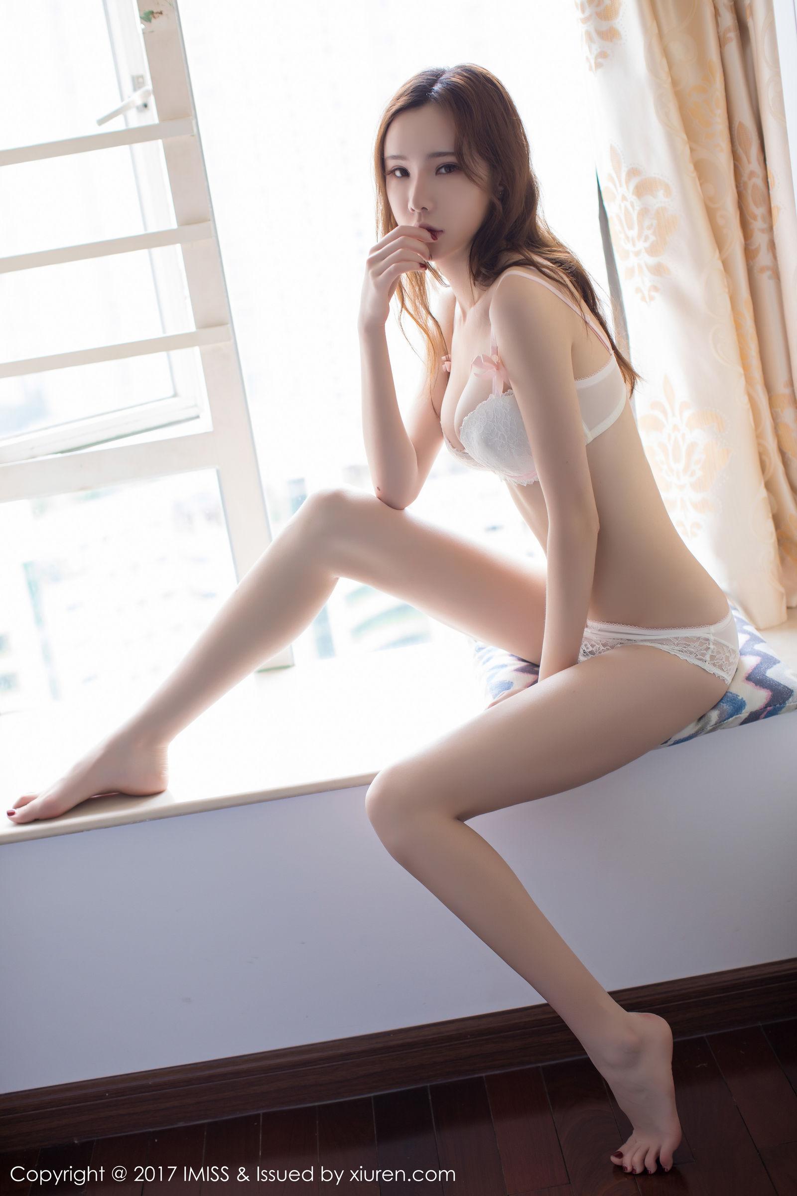 萌琪琪Irene - 半透内衣+外景街拍系列~