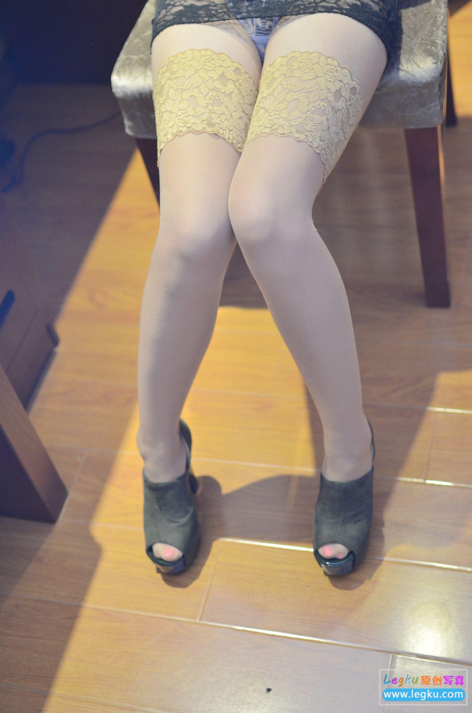黑色蕾丝+肉丝袜美腿高跟 写真套图