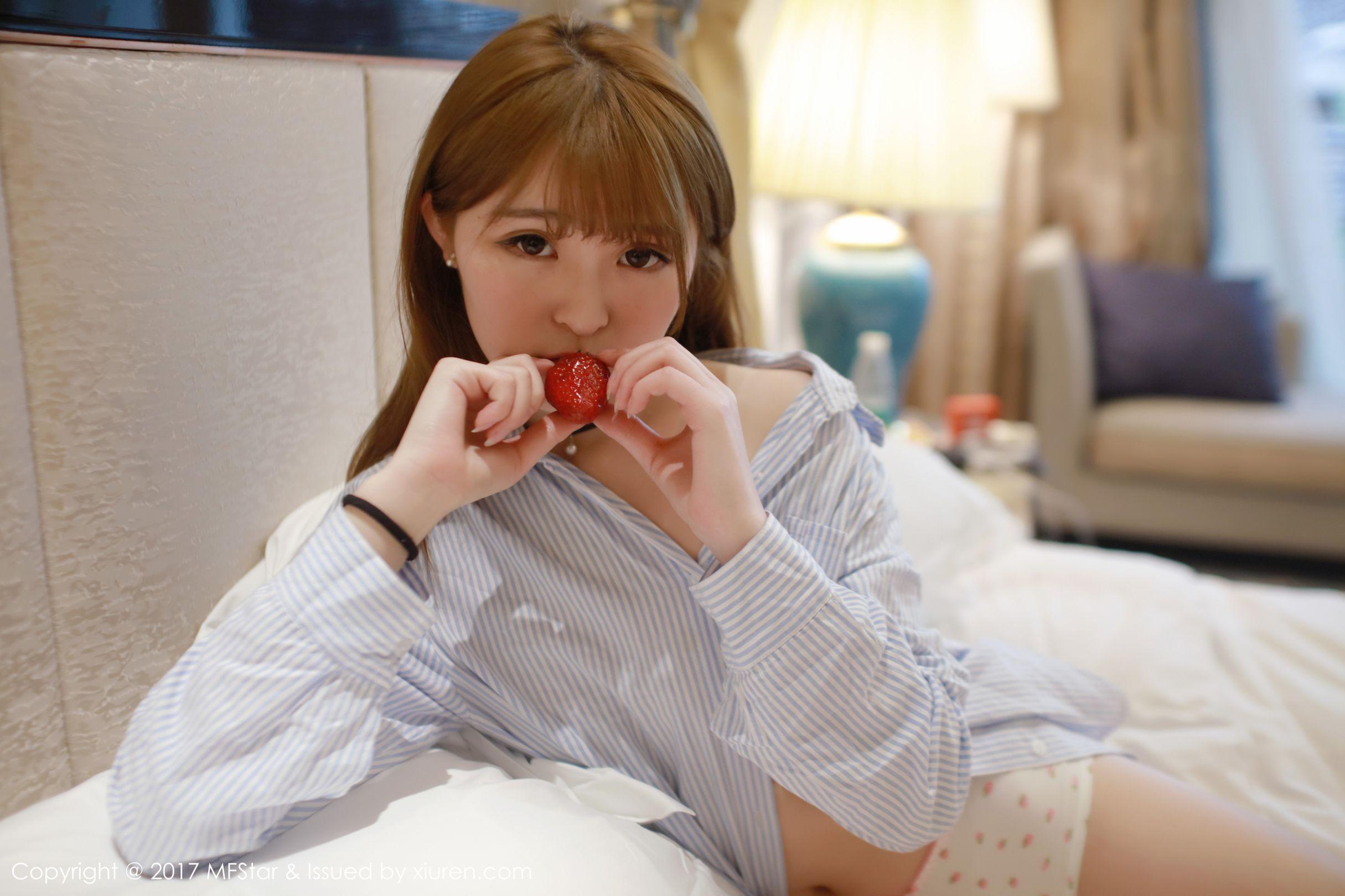 伊小七MoMo - 草莓内裤+衬衫系列