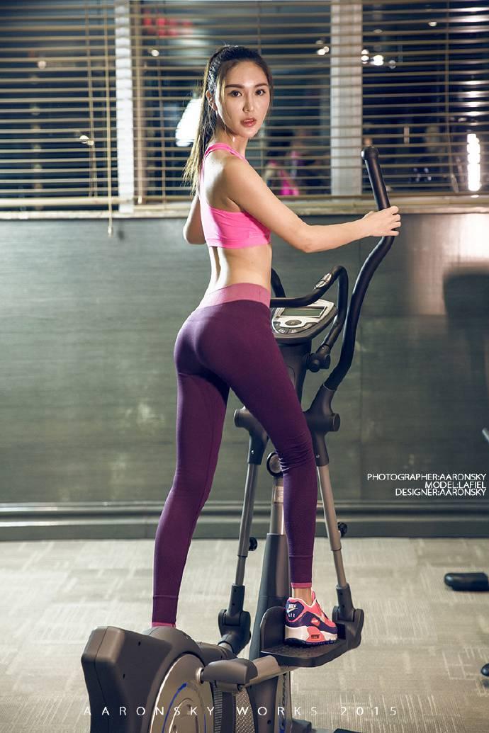 运动型性感女神香汗淋漓