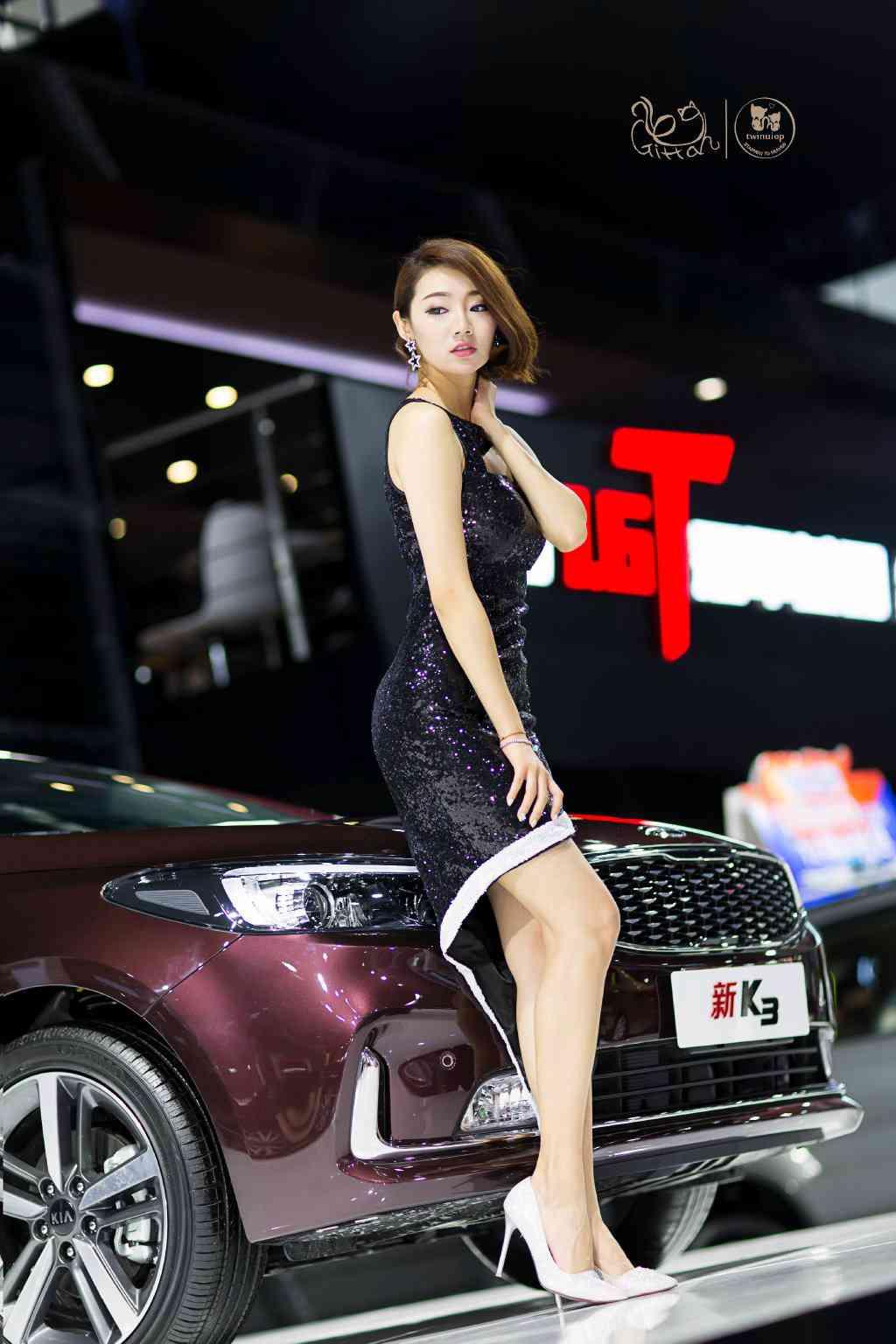 穿高跟鞋的短发美女车模