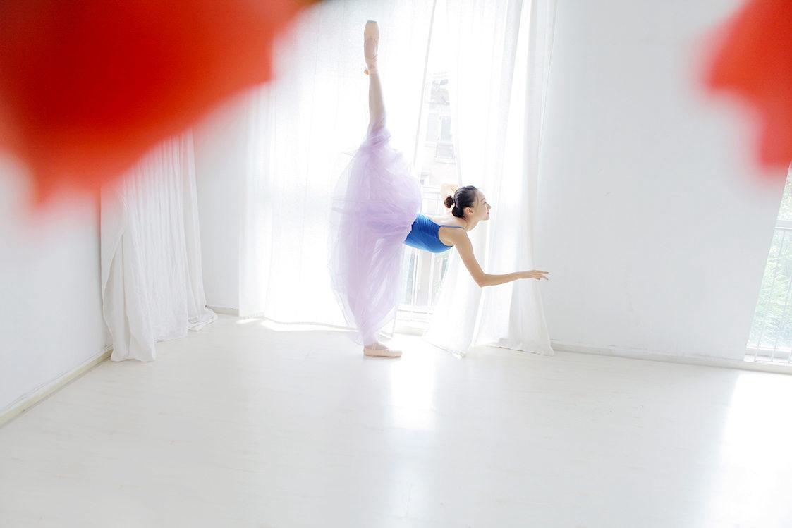练芭蕾的漂亮女孩