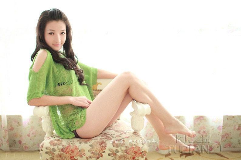 性感萝莉裸空装 秀完美身躯