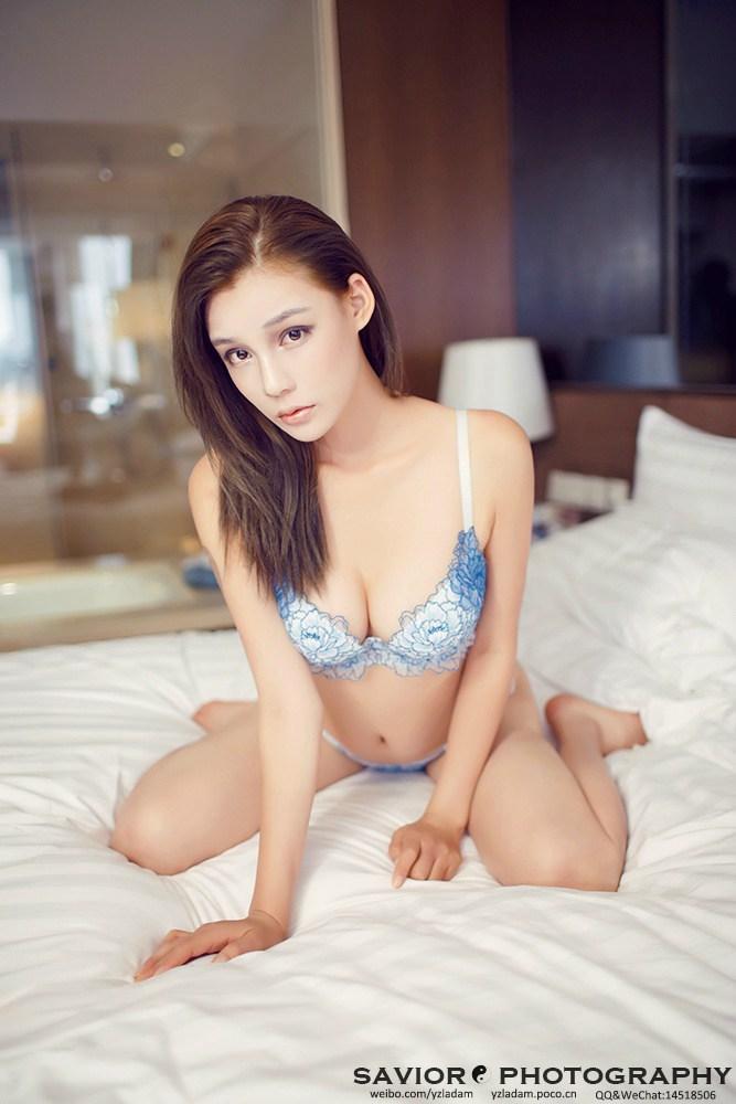 欧美性感美女内衣床照
